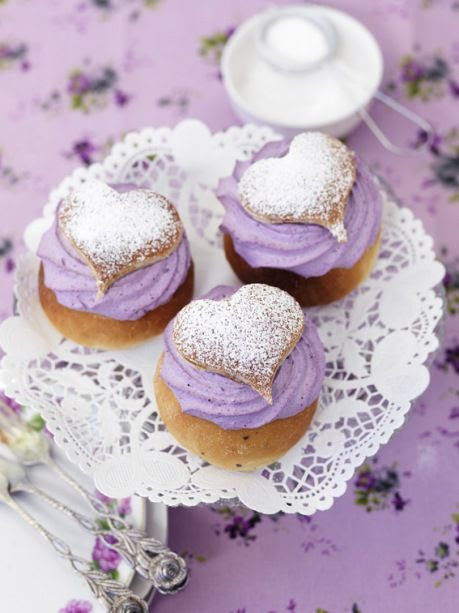purple wedding cupcakes