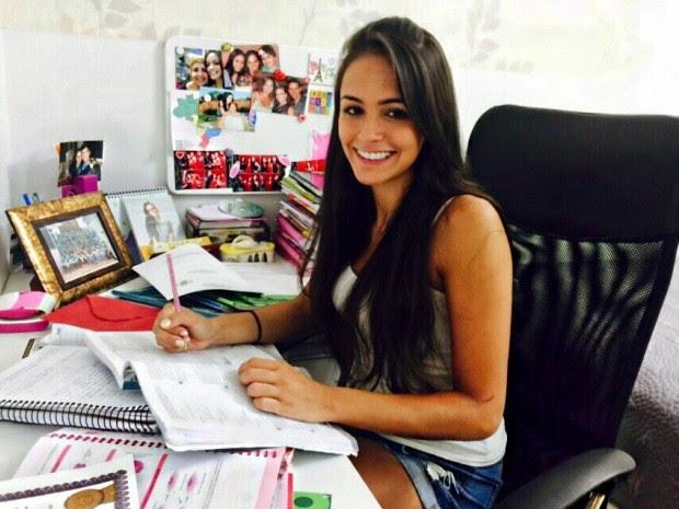 Giovana estudou durante meses antes do ENEM em Santos, SP (Foto: Mariane Rossi / G1)