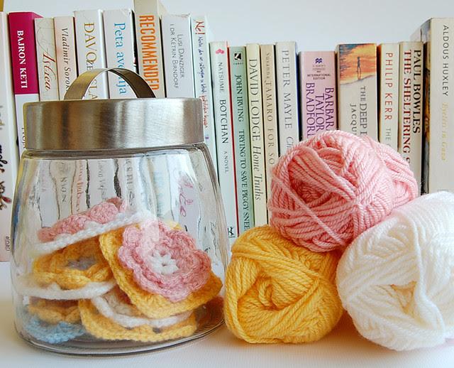 Making crochet pillow
