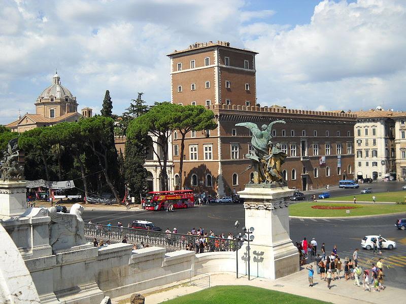 File:Roma Palazzo Venezia.jpg