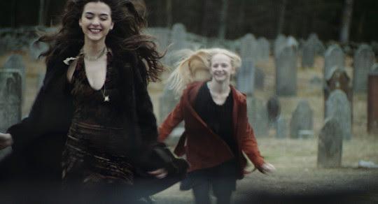 SWEET, SWEET, LONELY GIRL: 1eres images d'un film d'horreur gothique