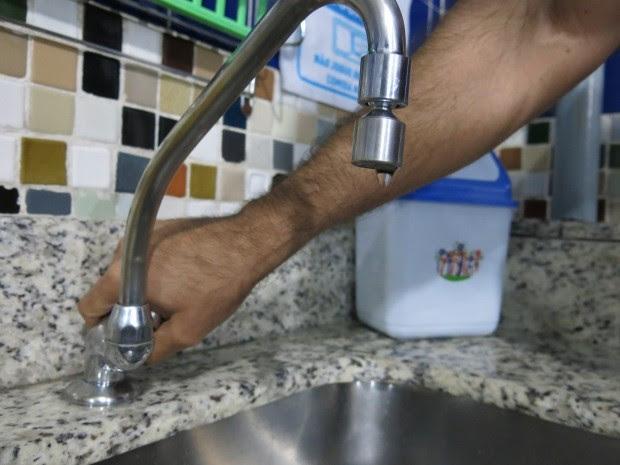 Paulistanos sofrem com a falta de água na cidade (Foto: LG Rodrigues / G1)