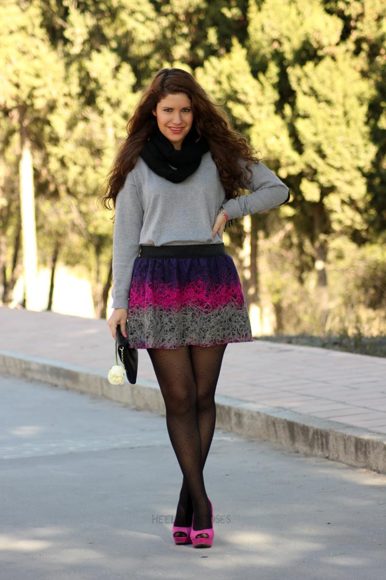 jersey-gris-con-falda-rosa-heelsandroses-(1)