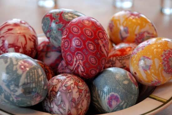 Βάψτε τα πασχαλινά αβγά χρησιμοποιώντας... γραβάτες! (24)