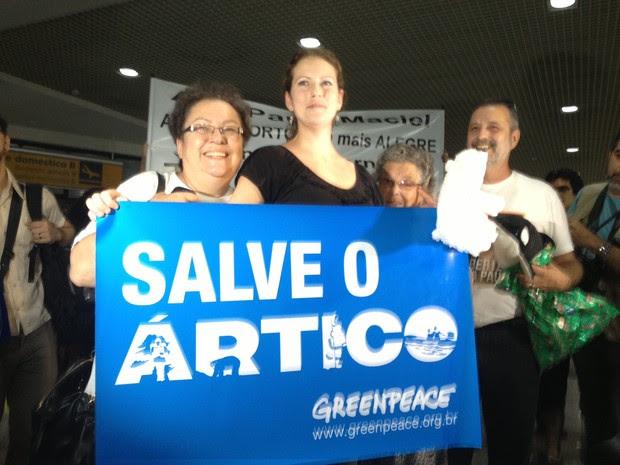 Ana Paula Maciel chega a Porto Alegre (Foto: Rafaella Fraga/G1)
