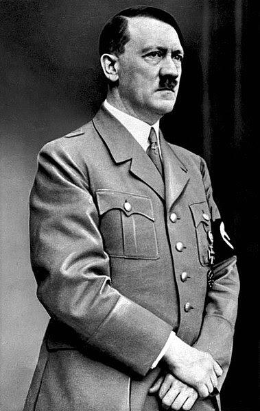 Ficheiro:Bundesarchiv Bild 183-S33882, Adolf Hitler retouched.jpg