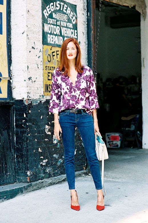 Le Fashion Blog 15 Ways To Wear Floral Prints Taylor Tomasi Hill Street Style Button Down Shirt Jeans Red Heels Via Vanessa Jackman photo 15-Ways-To-Wear-Floral-Prints-Taylor-Tomasi-Hill-Street-Style-Button-Down-Shirt-Jeans-Red-Heels-Via-Vanessa-Jackman.jpg