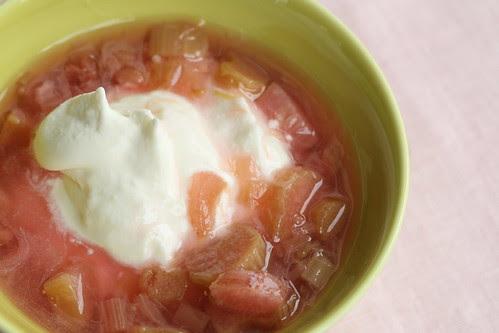 Rhubarb fruit soup with curd cheese cream / Rabarbrikissell kohupiimakreemiga
