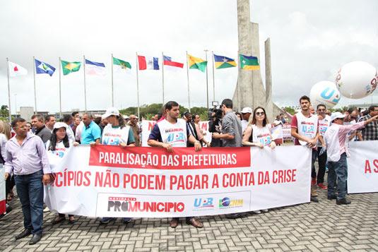 Com cofres quebrados, prefeitos fecham as portas das prefeituras e fazem manifestação em Salvador | Divulgação/UOPB