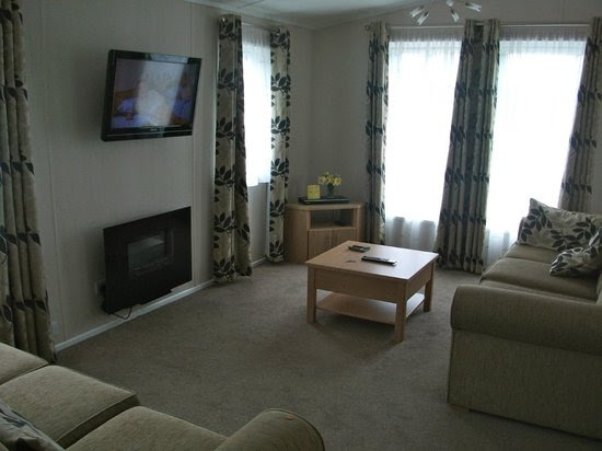 Wensum Lodge kitchen - Picture of Vauxhall Holiday Park, Great ...