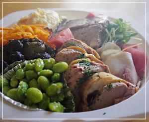 ほんと、幸せだから……ボリュームたっぷりだから……コモ食堂の前菜盛り。