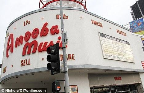 A cena do crime: Lana realizada ontem à noite na filial de Hollywood da música Amoeba