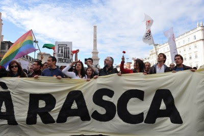 """Protesto da Geração à Rasca, 12 de Março de 2011, que juntou 300 mil pessoas em Lisboa e no qual um dos gritos mais ouvidos foi """"Com a precariedade não há liberdade"""". Foto de Paulete Matos."""