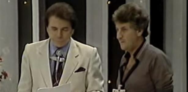 Silvio Santos conversa com o diretor Orlando Macrini, ao vivo, em seu programa que foi ao ar em 1988