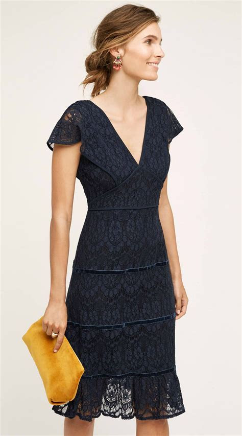 The perfect navy lace dress for a autumn wedding guest
