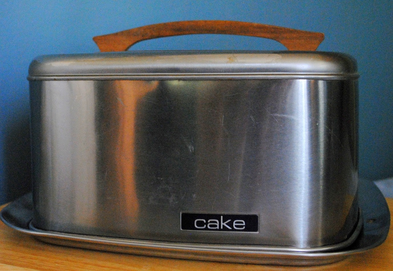 Vintage Lincoln Beautyware Cake Carrier