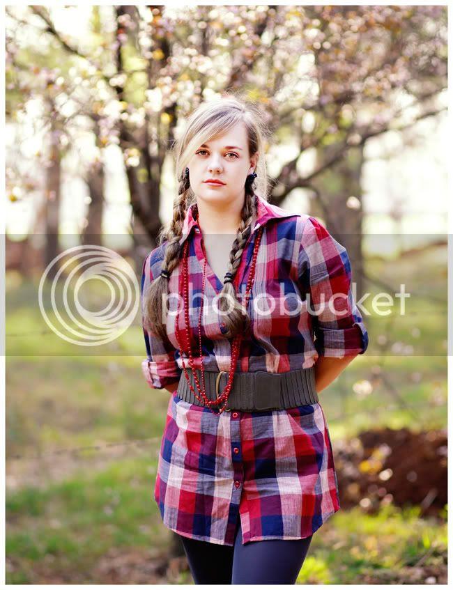 http://i892.photobucket.com/albums/ac125/lovemademedoit/love%20makes%20me%20do%20it/Love%20Shoot/vintage_spring_love002.jpg?t=1286802547