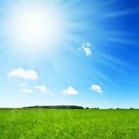 Menghindari Panas Matahari? Pakai Saja Baju Biru dan Merah