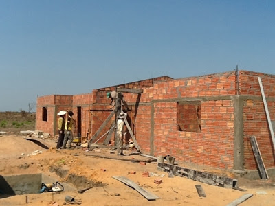 Vietnamese construction workers in Angola are paid from USD800-USD1,500 per month Does it mean that you support Vietnamese workers to work in Angola?