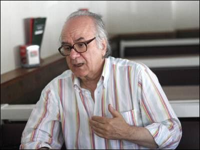 El profesor De Sousa, en un momento de la entrevista en Madrid. JAIRO VARGAS