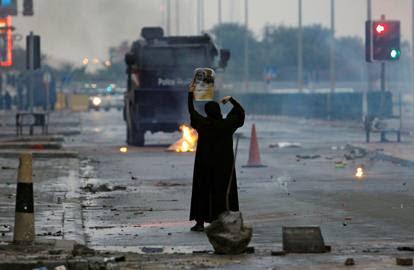 Davanti al carro armato, a Istanbul come a Tienanmen: il coraggio di chi è solo contro la violenza