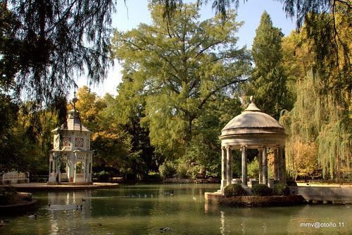 lago en los jardines de aranjuez