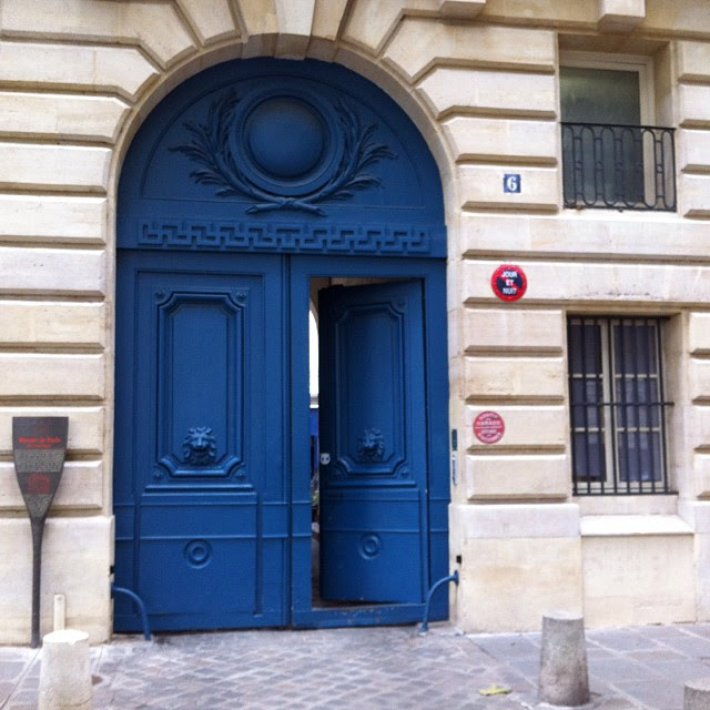 Such beautiful doors in #Paris!