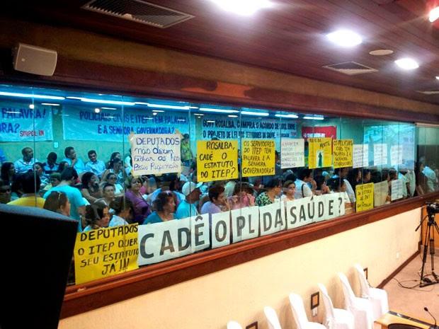 Servidores hostilizaram a governadora do RN durante a abertura dos trabalhos na Assembleia Legislativa  (Foto: Antonio Coelho/Inter TV Cabugi)