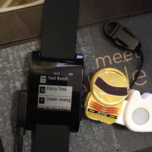 時計の見かけ、Watchfaceを変える事ができます。