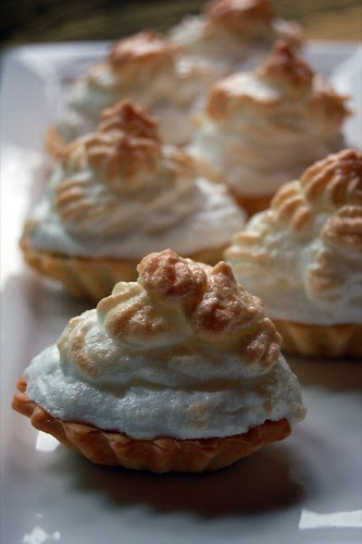 passionfruit curd meringue pies© by haalo