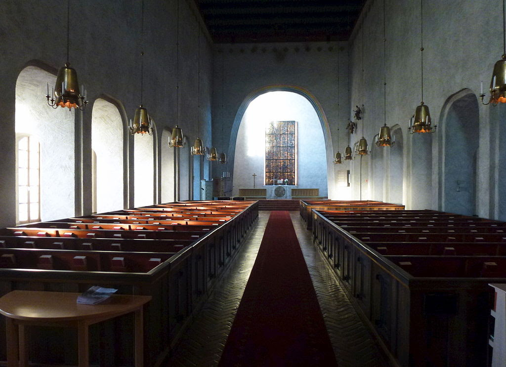Essinge kyrka interiör 2013.jpg