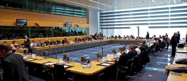 Un nouvel Eurogroupe, réunion des ministres des Finances de la zone euro, devait se réunir jeudi à 13 heures à Bruxelles, après une brève réunion infructueuse mercredi à 19 heures.