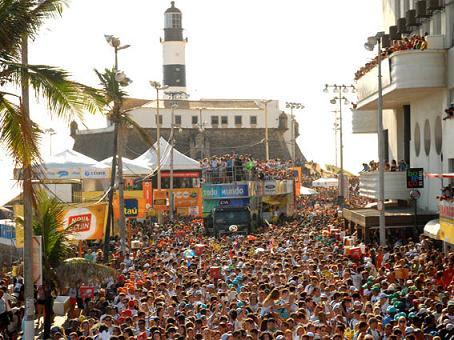 Carnaval de Salvador atrai milhares de pessoas (reprodução)