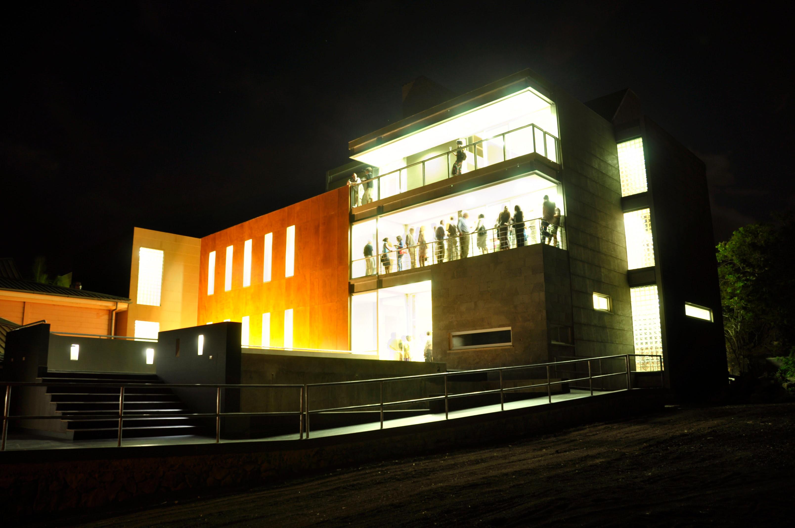 USFQ inaugura el mayor centro científico de las Galápagos y hermana a las ciudades de Puerto Baquerizo Moreno y Chapel Hill