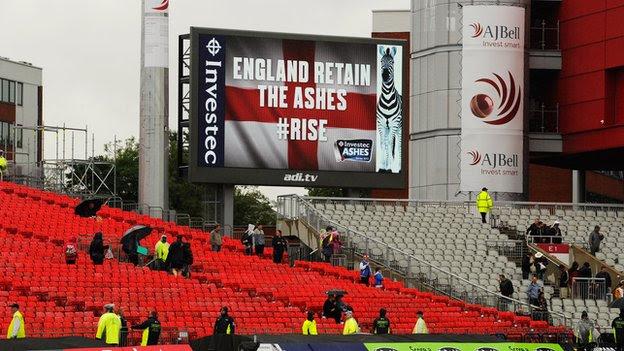 http://news.bbcimg.co.uk/media/images/69126000/jpg/_69126103_old_trafford_getty4.jpg