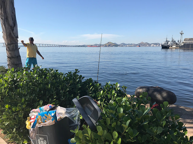 Guanabara bay, a symbol of Río de Janeiro, Brazil which until recently was surrounded by waste, mainly plastic, along its shores, has changed thanks to new awareness among groups like fisherpersons, who are helping to keep it clean. Credit: Fabiana Frayssinet/IPS