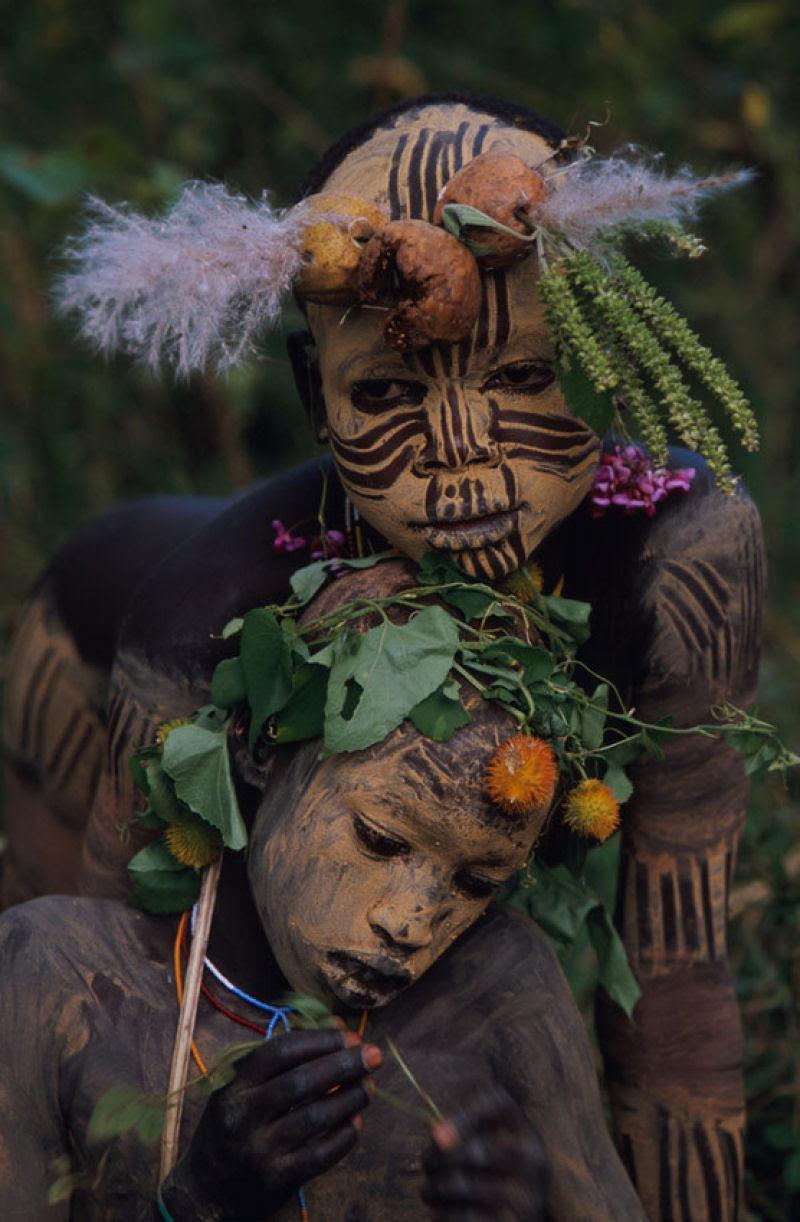 A beleza das Tribos Surma e Mursi, uma cultura em perigo, no sul de Etiópia 19