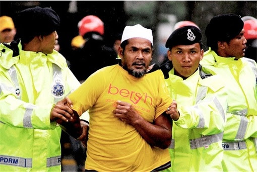Police Arrest Bersih Protester Wearing Yellow