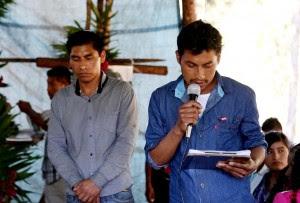 Felipe Pérez López, poblador de Primero de Agosto, leyendo el comunicado el 23 de febrero de 2016 en el campamento.