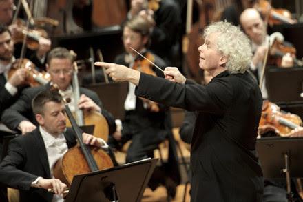 Sir Simon Rattle dirigirá a la Filarmónica de berlín en obras de Rachmaninov y Stravinsky