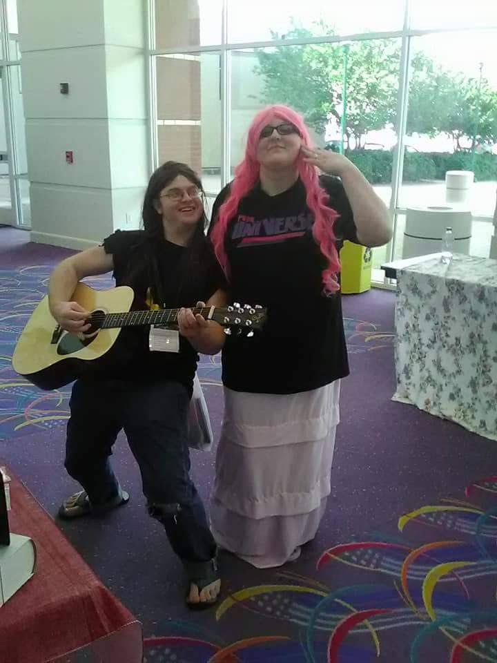 My boyfriend and I cosplayed as Rose and Greg at A2F. If you took pictures of us can you please message me? Thank you!