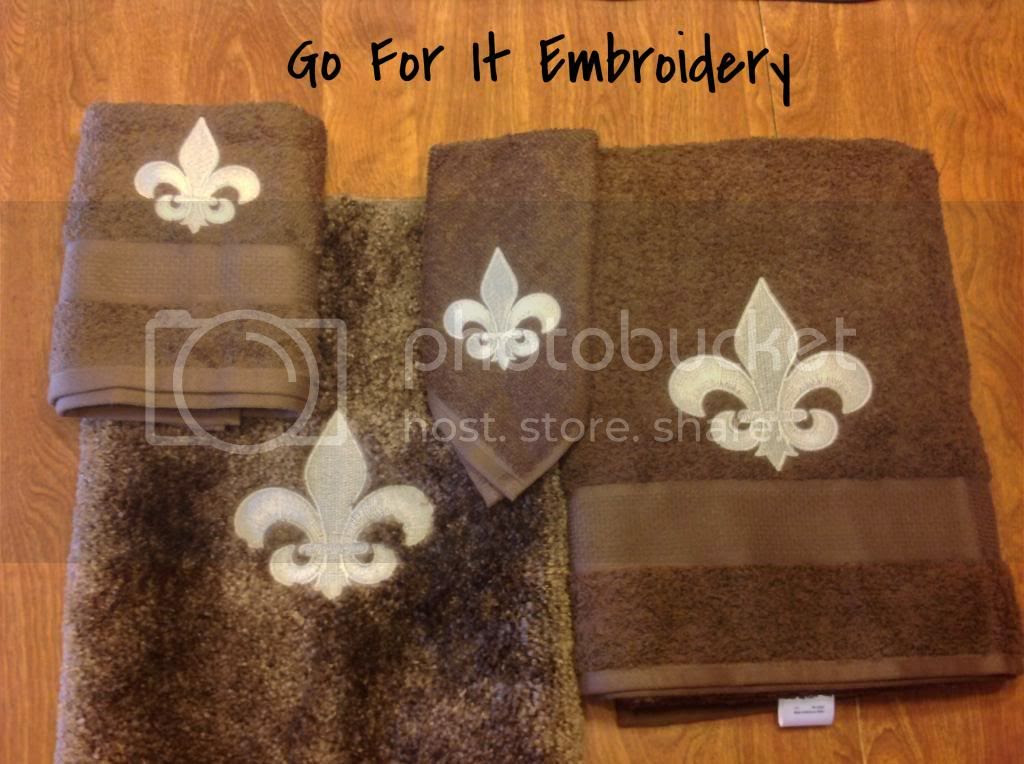Beautiful Brown Bath Towel Set And Mat With Ivory Fleur De Lis Includes Hand Wash Cloth For 37 80