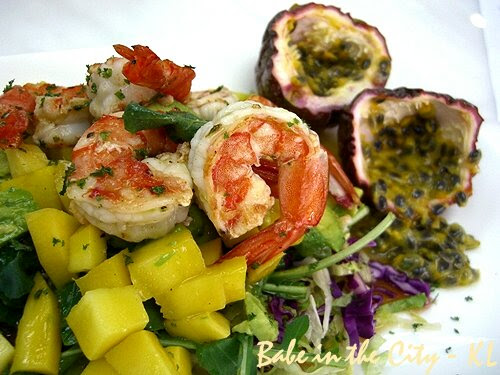 Mango, Avocado and Prawns in Passion Fruit and Chardonnay Dressing 02