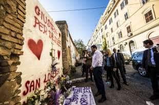 salvini depone una rosa per desiree, la 16enne morta a san lorenzo 7
