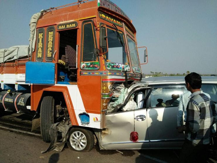 Ghastly Toyota Innova Crash Shows How Dangerous Tyre