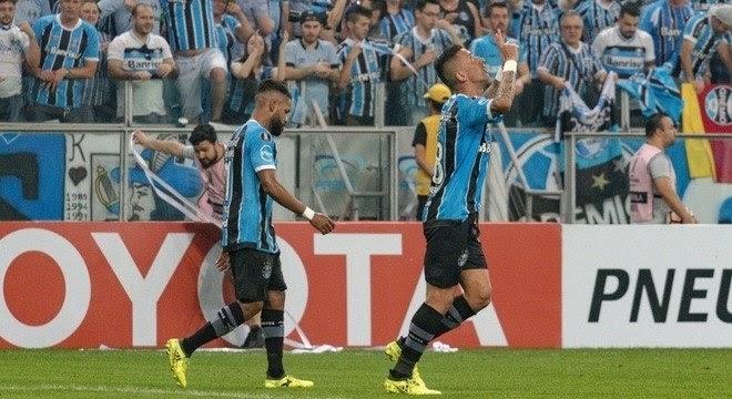Grêmio despacha Botafogo, e Santos dá adeus à Copa Libertadores