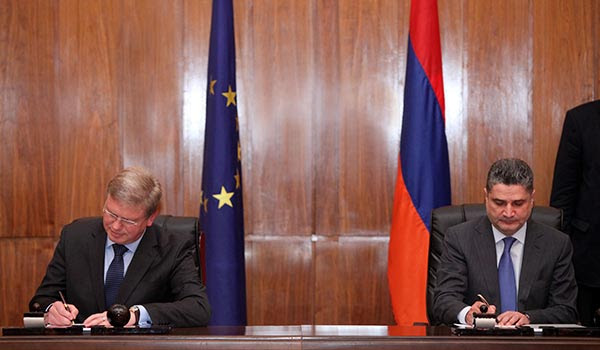 http://armenianow.com/sites/default/files/img/imagecache/600x400/tigran-sargsyan-stefan-fule.jpg