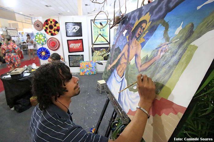 Artistas-produzem-na-própria-Fiart-dando-mais-brilho-ao-evento.-Foto-CAnindé-Soares
