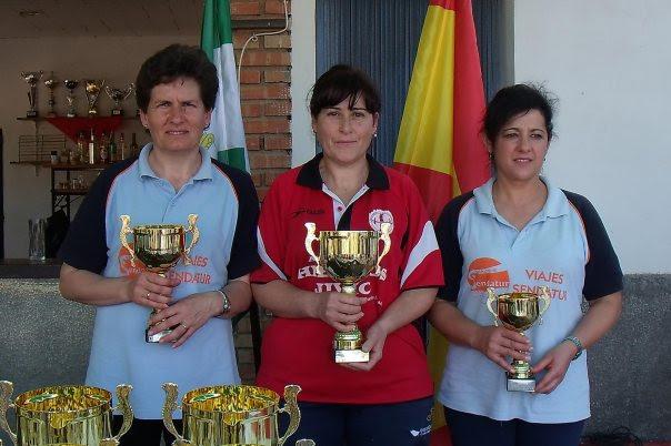 Podium-feminas-XV-Copa-Federación-de-bolo-andaluz