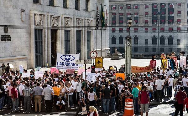 Manifestação pelos direitos de pessoas com deficiência acontece em frente à Prefeitura de São Paulo; grupo também exige melhor acessibilidade